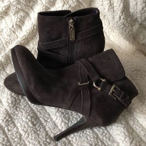 Women's brown suede Tommy Hilfiger boot size 8
